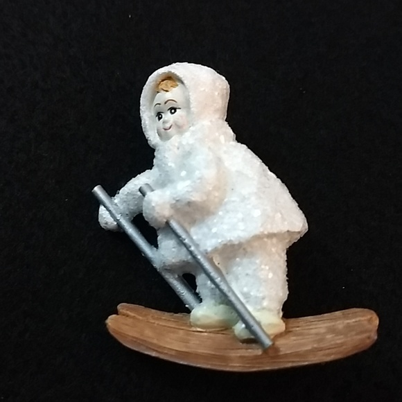 Jewelry - Vintage skiing child pin